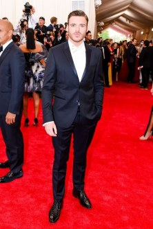 Richard Madden_mic